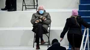 Bernie Sanders encontró la manera de capitalizar su meme surgido tras la investidura de Biden (FOTO)