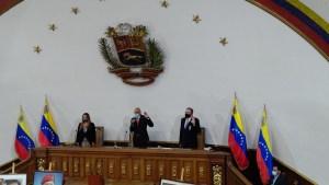 Asamblea fraudulenta llamó a interpelar a diputados del legítimo Parlamento de Guaidó