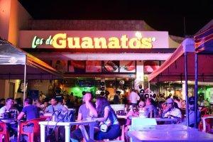 El aterrador momento en que una turista termina con el rostro envuelto en llamas en un bar en Cancún (FOTOS)