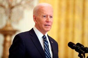 Biden revocó decretos de Trump sobre migración, redes sociales y estatuas