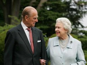"""""""Le debemos mucho"""": La reina Isabel II dedicó emotivas palabras a su fallecido esposo"""