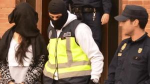 ¡Horror en España! Madre y abuela asesinaron a recién nacido y lo lanzaron a la basura