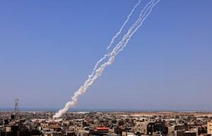 Más de dos mil cohetes fueron lanzados desde Gaza, según el Ejército de Israel