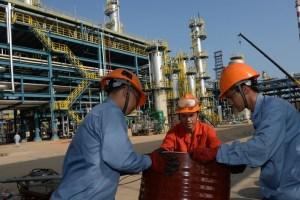 China reduce segundo lote de cuotas de importación de petróleo para refinerías privadas