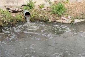 Vecinos de Naguanagua denuncian la mezcla de aguas blancas y negras en las tuberías de varios sectores