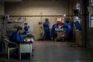 El coronavirus en Venezuela acecha a un personal de salud desprotegido