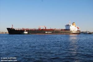 Pemex envía a Cuba 40 millones litros de diésel