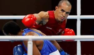 Acnur busca la solución más apropiada para el boxeador Eldric Sella y su familia
