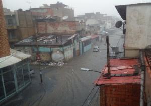 En Video: Las calles de Catia colapsaron durante el chaparrón de este #28Jul