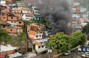 Fuerte incendio en una vivienda de Los Jardines de El Valle (FOTOS)