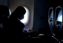 Auxiliar de vuelo reveló por qué no se debe usar pantalones cortos en un avión