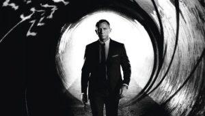 Poniendo fin a la espera, James Bond llega a la gran pantalla para salvar al cine