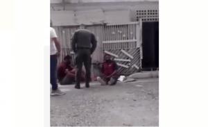 ¡Indignante e inhumano! Capturan EN VIDEO a un funcionario de la GNB pateando a un detenido en Barquisimeto