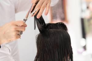 WHAT? Una peluquería en India tendrá que pagar una millonaria multa por un corte mal hecho