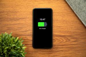 """¡Adiós a los cables! Lanzan un cargador invisible para los """"smartphones"""" (VIDEO)"""