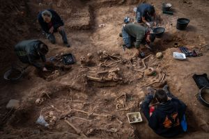 Hallaron dos fosas comunes con los restos de 150 civiles fusilados después de estallar la Guerra Civil en España (FOTOS)