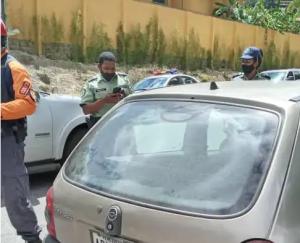 Fue encontrado el cuerpo de una mujer dentro de un carro en El Hatillo este #25Oct