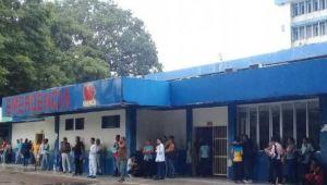 ¡Indignante! Techo de hospital en Guárico cedió y le cayó encima a un abuelo (Fotos)