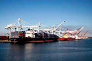 Puerto de Miami busca beneficiarse ante la crisis de las terminales en California