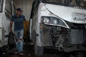 Transportistas venezolanos optan por endeudarse para mantener sus deterioradas unidades rodando