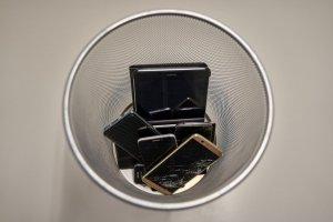 """¿Tu celular murió? Qué es la """"obsolescencia programada"""" para que los dispositivos se dañen más rápido"""