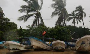 Huracán Rick se degradó a tormenta tropical en territorio de México